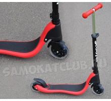 Cамокат Scooter красный со светящимися колесами. Для детей от 4 лет