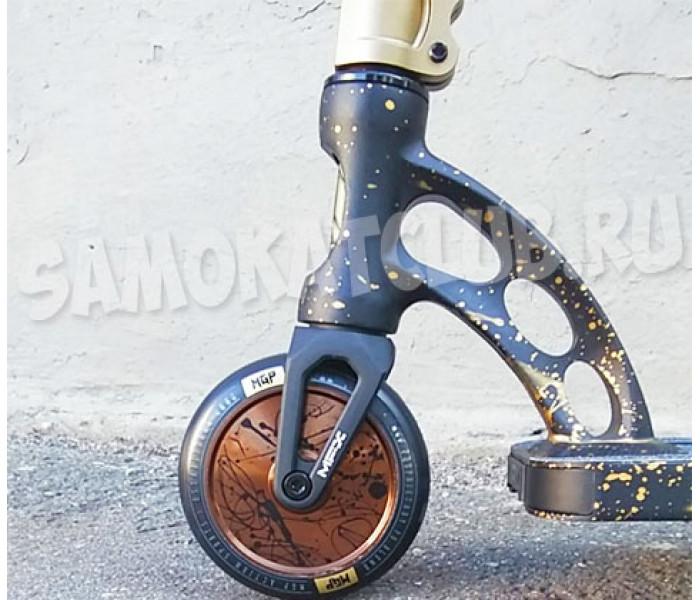 Трюковый самокат MGP (Madd Gear) VX9 NITRO SCOOTER (4.8 x 20 inch) (черно-золотой)