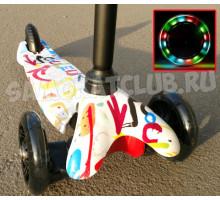 Scooter Mini Graffiti 3-х колесный самокат со светящимися колесами (белый)