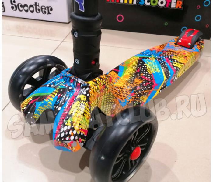 3-х колесный самокат Scooter Maxi Graffity (2021) с широкими светящимися колесами