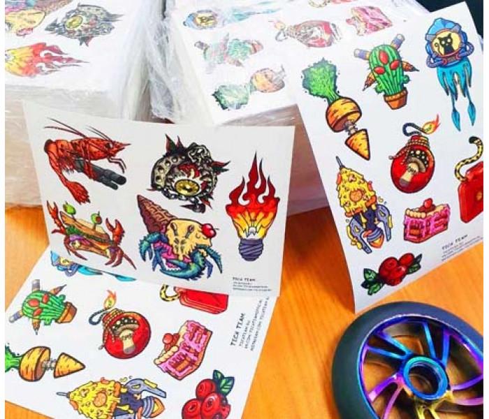 Набор цветных наклеек на трюковой самокат